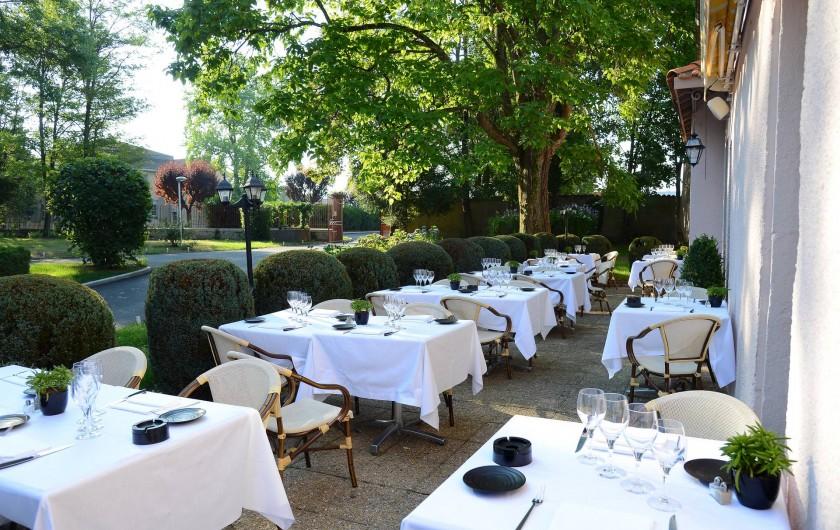 Location de vacances - Hôtel - Auberge à Thiers - La terrasse du restaurant