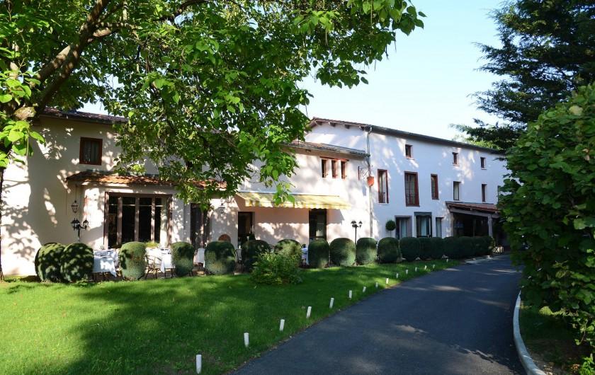 Location de vacances - Hôtel - Auberge à Thiers - Le restaurant, bar et réception