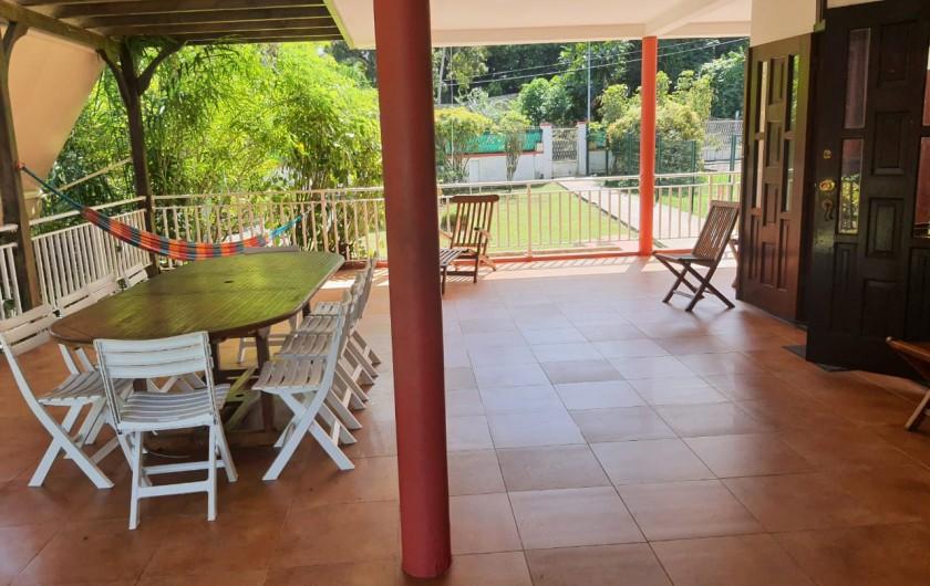 Location de vacances - Villa à Petit Bourg - JARDIN ET PISCINE
