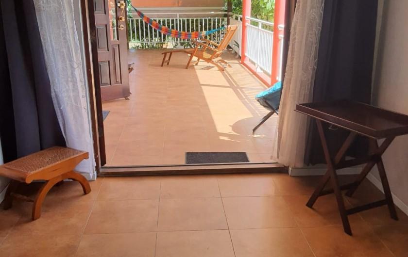 Location de vacances - Villa à Petit Bourg - Terrasse avec accès au Salon