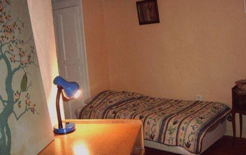 Location de vacances - Maison - Villa à Montferrat - chambre avec 2 lits simples plus 1 lit d'appoint