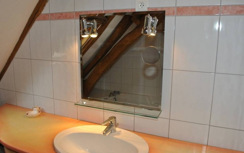 Location de vacances - Gîte à Paulmy - Salle de bain à l'étage
