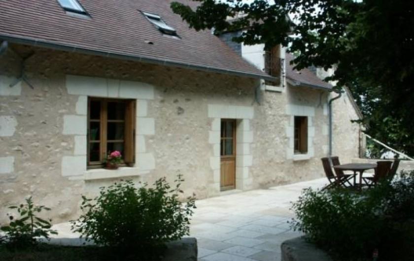 Location de vacances - Gîte à Paulmy - Entrée côté sud avec grande terrasse donnant sur le jardin