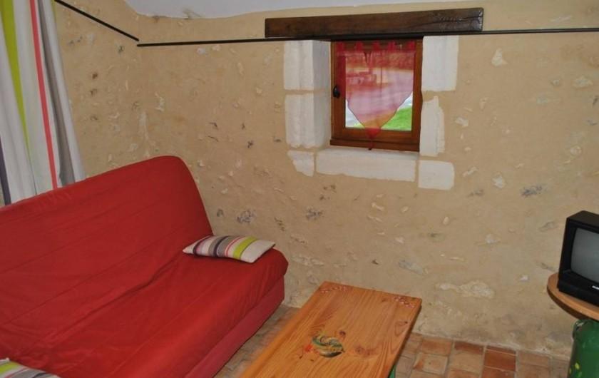 Location de vacances - Gîte à Paulmy - Petit salon dans  un fournil(ancien four à pain), clic clac bon couchage appoint