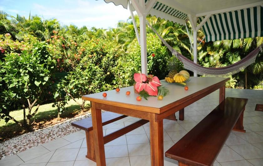 Location de vacances - Bungalow - Mobilhome à Le François - une des terrasses des bungalows.
