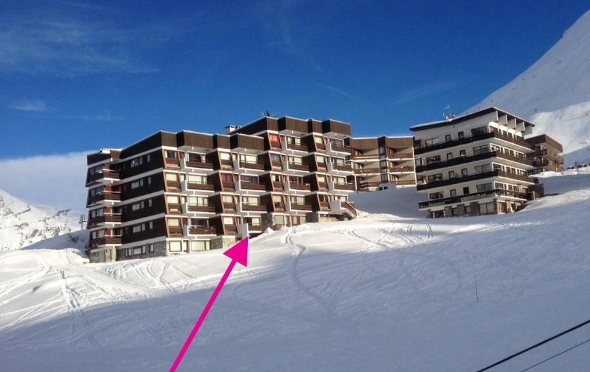 Location de vacances - Appartement à Le Lavachet - Vue de la piste de skis sur l'appartement