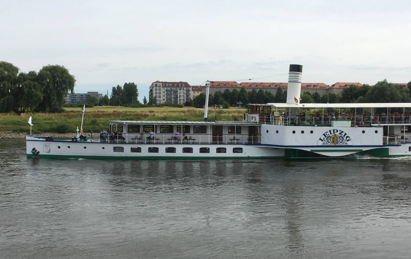 Location de vacances - Appartement à Dresde - Bateau sur le fleuve d'Elbe