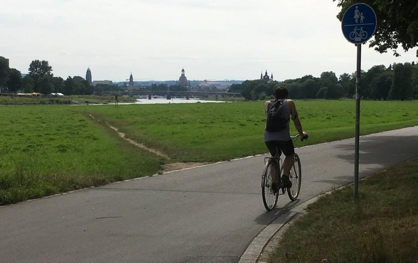 Location de vacances - Appartement à Dresde - Piste cyclable au bord de l'Elbe