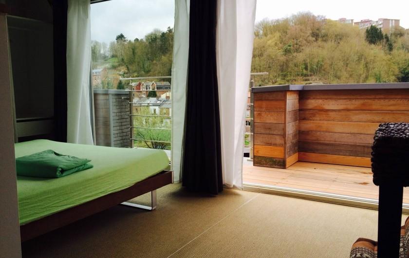 Location de vacances - Studio à Namur - Penthouse  loft (séparation de la ch. par muret + persiennes)