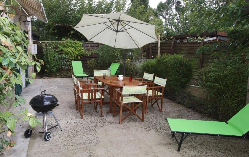 Location de vacances - Gîte à Salvagnac - terrasse privée avec vue sur le jardin