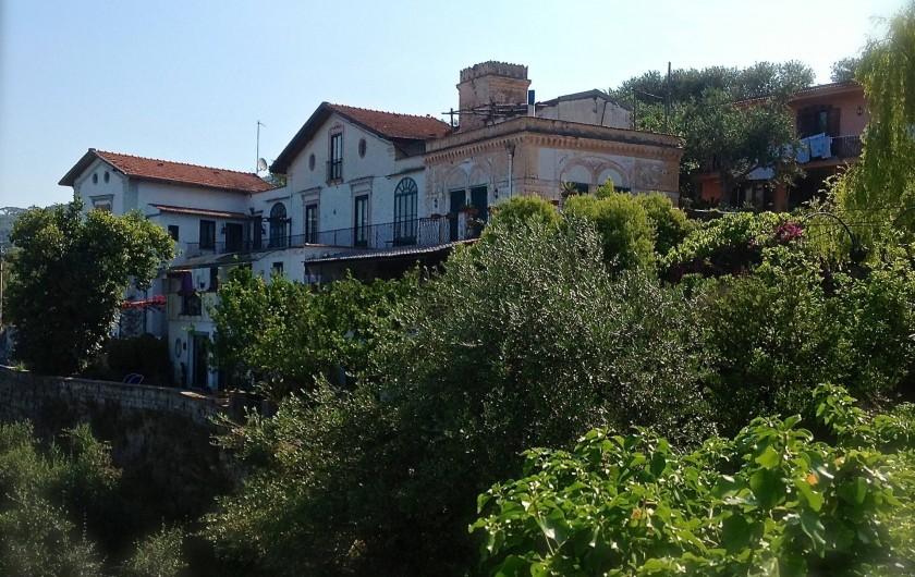 Location de vacances - Villa à Massa Lubrense - la villa vue de la rue