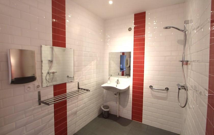 Location de vacances - Villa à Moux-en-Morvan - les salles de bains du rez de chaussée