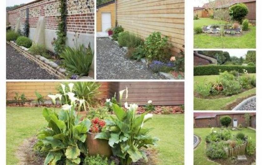 Location de vacances - Gîte à Brailly-Cornehotte - grande cour fleurie  avec terrain de petanque et badmington