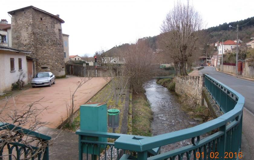 Location de vacances - Gîte à Châteldon - Vue sur le bourg