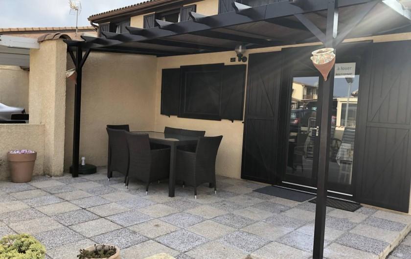 Location de vacances - Villa à Portiragnes Plage - Terrasse fermée avec portail