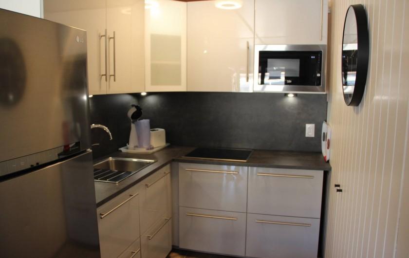 Location de vacances - Villa à Portiragnes Plage - 1 ère chambre à coucher à l'étage avec 1 lit double