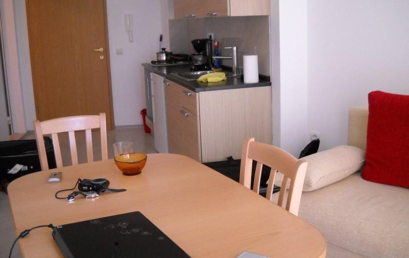 Location de vacances - Appartement à Varna - le salon avec cuisine américaine