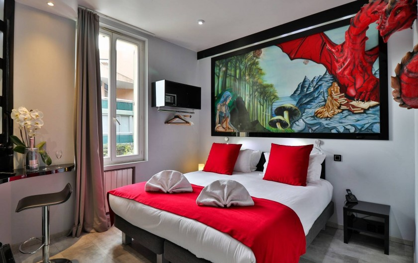 Location de vacances - Hôtel - Auberge à Cannes - Chambre Elfe et dragon