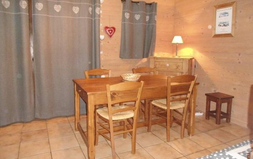 Location de vacances - Chalet à Cohennoz - LE PERCE NEIGE (n°6) - Appartement 5 pers. - Coin repas