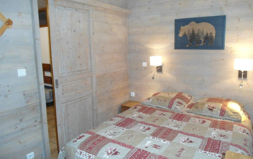 Location de vacances - Chalet à Cohennoz - LE PERCE NEIGE (n°6) - Appartement 5 pers- Chambre double (avec acces terrasse)