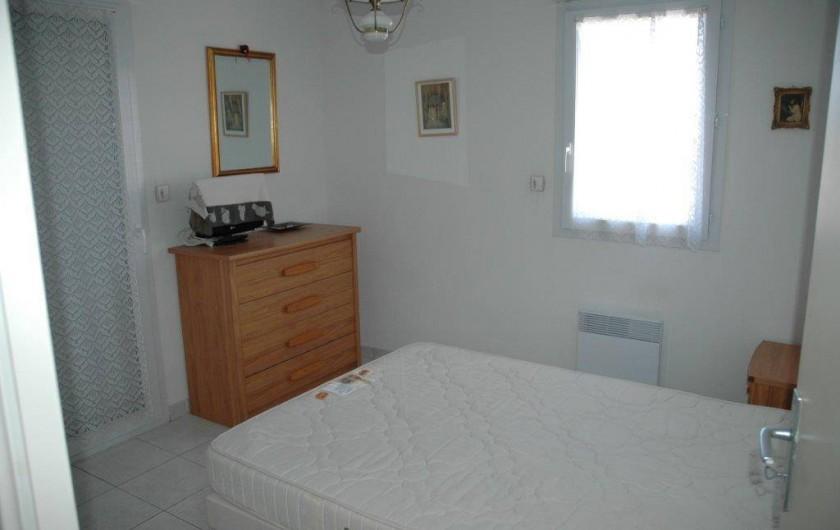 Location de vacances - Appartement à Canet-en-Roussillon - chambre avec accès sur la terrasse face mer