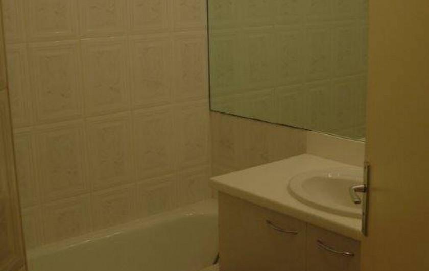 Location de vacances - Appartement à Canet-en-Roussillon - salle de bains