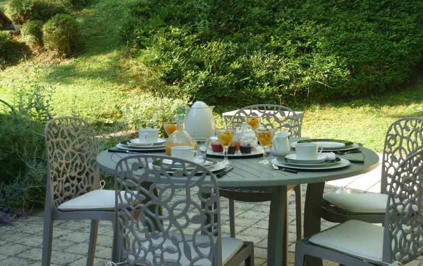 Location de vacances - Chambre d'hôtes à Kuttolsheim - petits dejeuners cour arriére