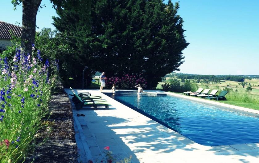 Location de vacances - Gîte à Villeréal - Piscine 14 x 6m avec escalier roman et fond plat 1,50m