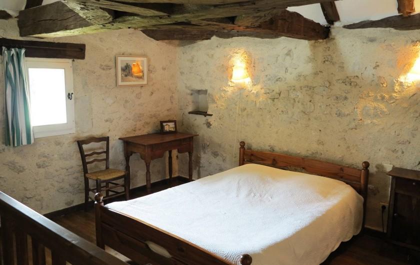 Location de vacances - Gîte à Villeréal - Chambre double sous une superbe charpente