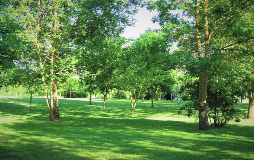 Location de vacances - Gîte à Villeréal - Le jardin arboré