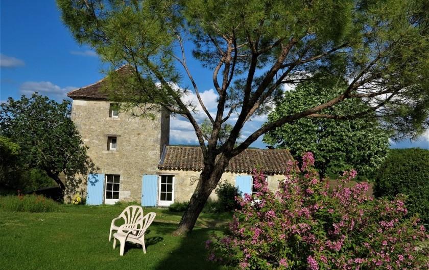 Location de vacances - Gîte à Villeréal - Vue extérieure du Pigeonnier