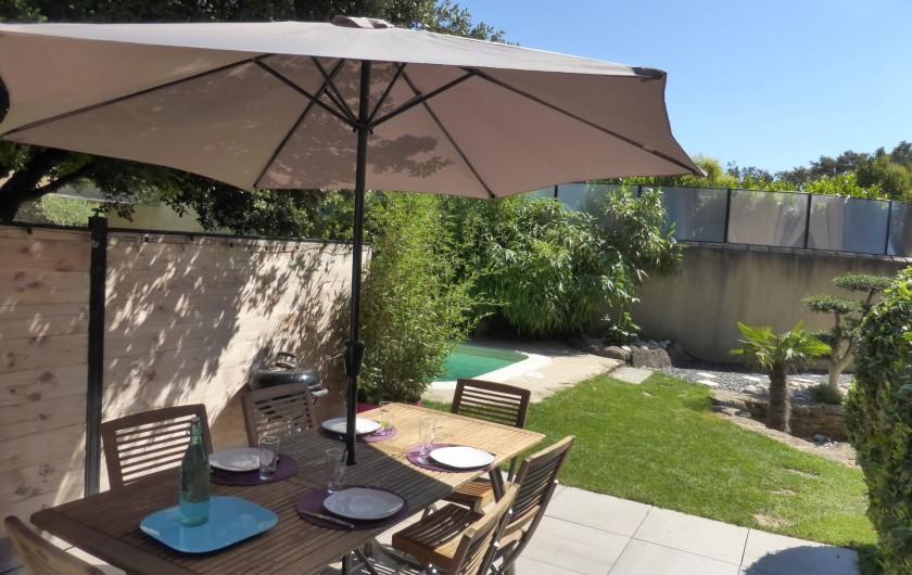 """Location de vacances - Gîte à Grillon - Terrasse  privative  du gîte  """" Côté Ventoux"""""""
