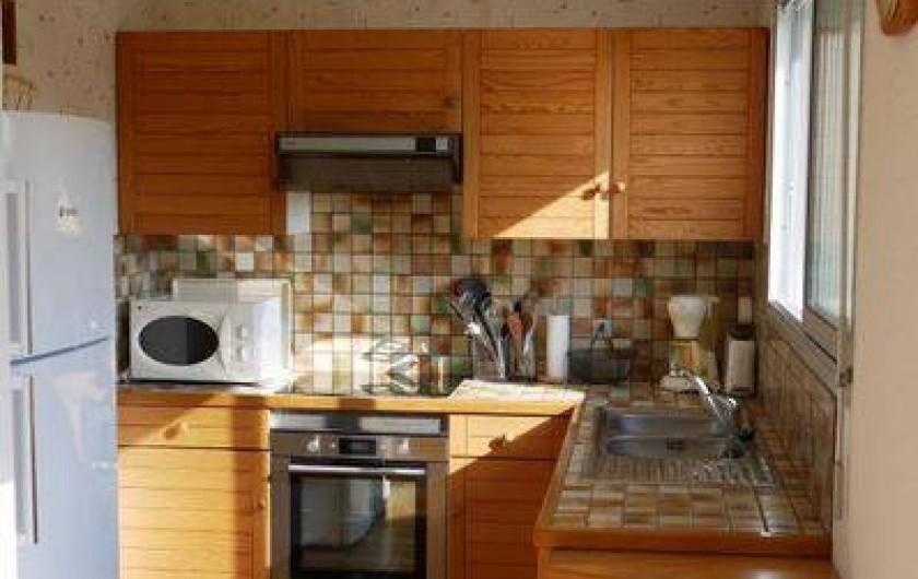 Location de vacances - Maison - Villa à Erquy - Cuisine américaine (avec vue campagne et colline)