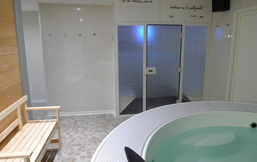 Location de vacances - Appartement à Saint-Malo - le jacuzzi et le hammam (spa au rez de chaussée)