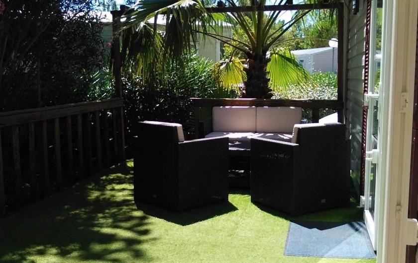 Location de vacances - Bungalow - Mobilhome à Vias - La terrasse - espace salon de jardin