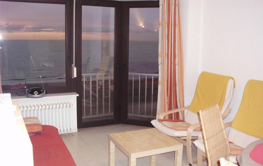 Location de vacances - Appartement à Koksijde - vue du living vers la mer