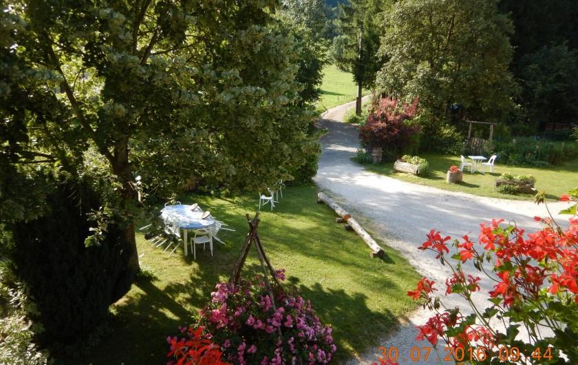 Location de vacances - Gîte à Saint-Agnan-en-Vercors - jardin du gîte