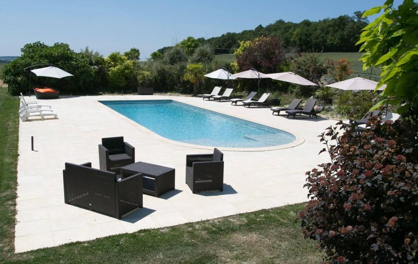 Location de vacances - Gîte à Descartes - piscine chauffée et sécurisée. 15 X 5m