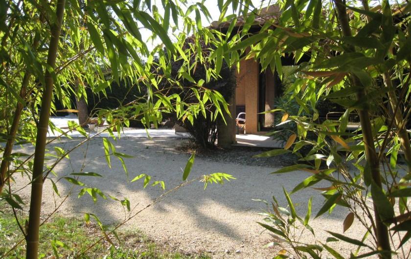 Location de vacances - Studio à Cairanne - jardin
