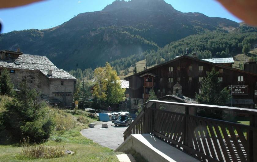 Location de vacances - Studio à Val-d'Isère - vue sud depuis terrasse en rez-de-jardin
