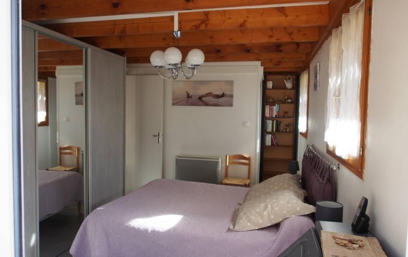 Location de vacances - Chalet à Saint-Gérons - Chambre rez-de chaussée avec salle d'eau