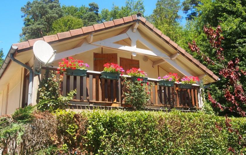 Location de vacances - Chalet à Saint-Gérons - Deux chambres àl'étage donnent sur le balcon