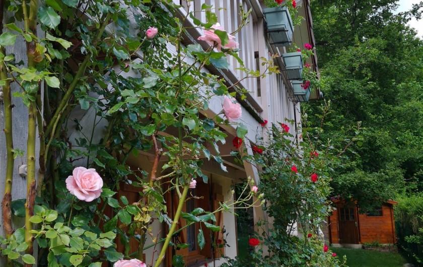 Location de vacances - Chalet à Saint-Gérons - Balcon fleuri