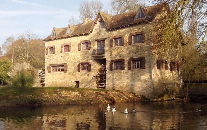 Location de vacances - Maison - Villa à Yvré-l'Évêque - Vue de la façade sud ouest du moulin .