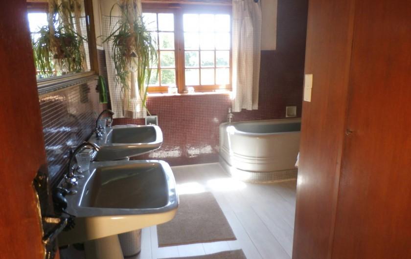Location de vacances - Maison - Villa à Yvré-l'Évêque - Une grande salle de bain