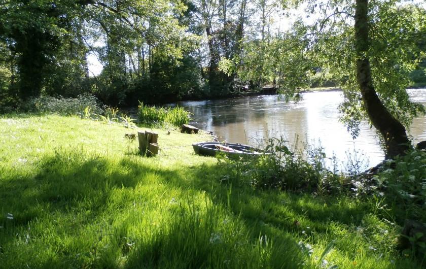 Location de vacances - Maison - Villa à Yvré-l'Évêque - Une des 4 Iles du moulin . Un petit tour en barque sur la rivière ?