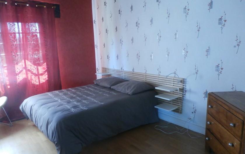 Location de vacances - Maison - Villa à Yvré-l'Évêque - La chambre avec sa salle d'eau privative