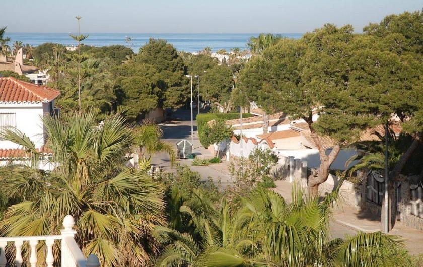 Location de vacances - Villa à La Zenia - vue terrasse 1er étage sur allée qui aboutit à la plage
