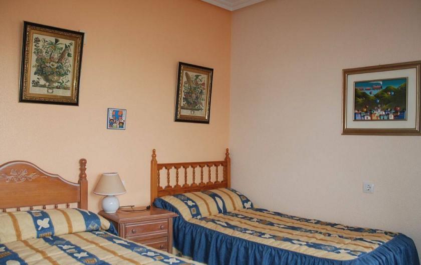 Location de vacances - Villa à La Zenia - chambre lits jumeaux