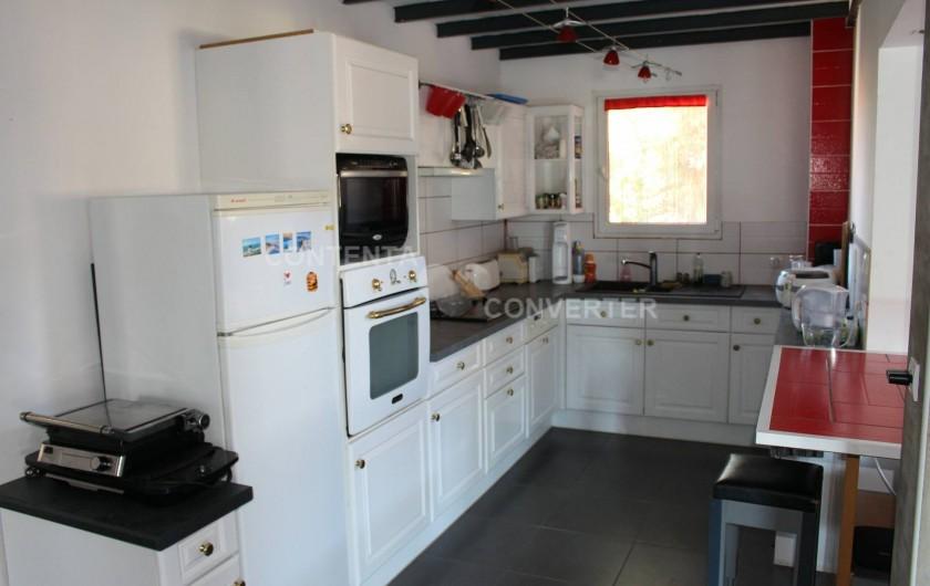 Location de vacances - Villa à Sainte Marie la Mer - cuisie ouverte sur salon